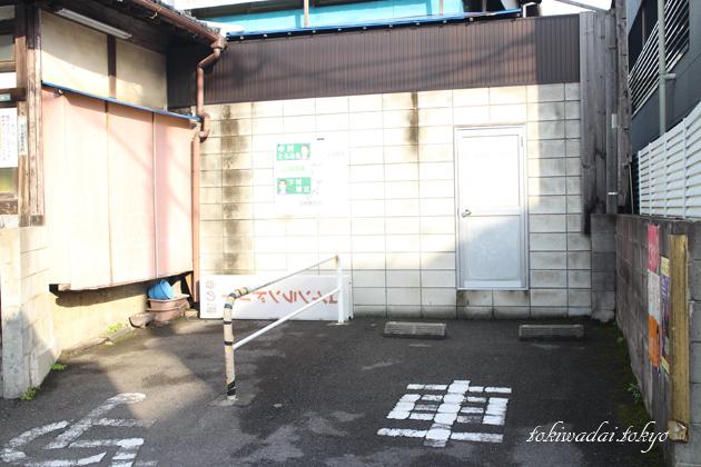 岩の湯の駐車場です