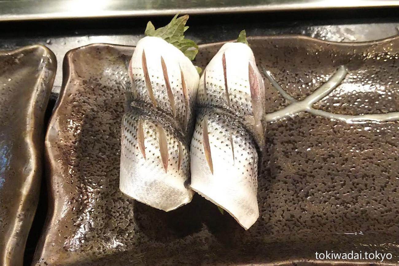 おきな寿司、コハダ(小鰭)握り(東京都板橋区南常盤台2-1-6)