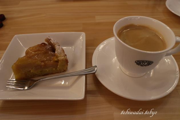 Petit Sapin(プティ・サパン)。アップルパイとコーヒー。