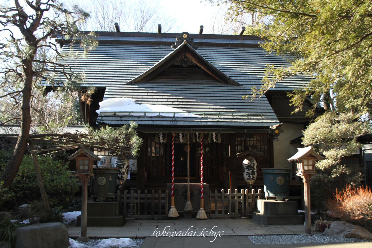『天祖神社』は、ときわ台駅南口より徒歩1分の場所にあり、ご祭神は「天照大御神」(あまてらすおおみかみ)「豊受姫命」(とようけひめのみこと)「大山咋命」(おおやまくいのみこと)で、ご神木は柊(ヒイラギ)です。