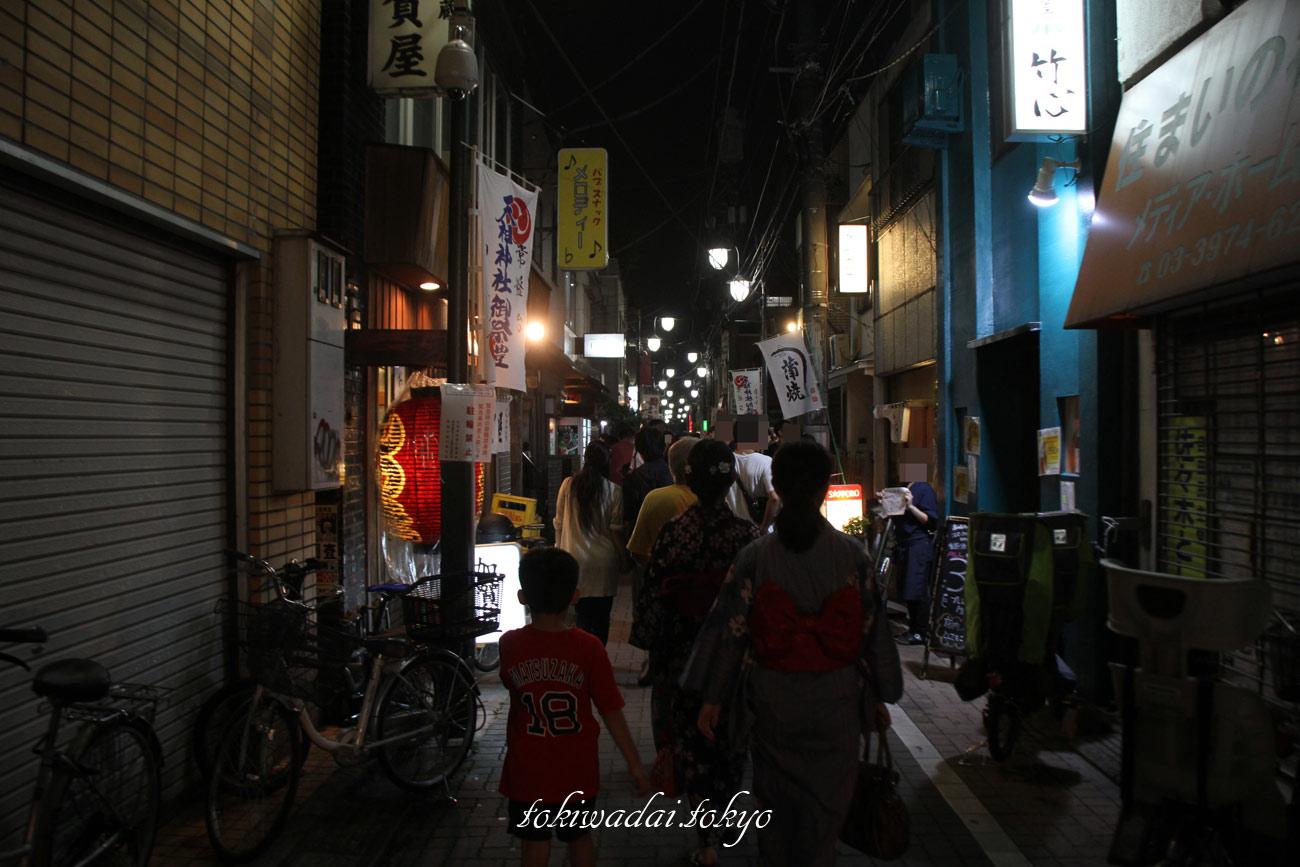 天祖神社「秋祭り」2016年の様子。夜の帰り道。