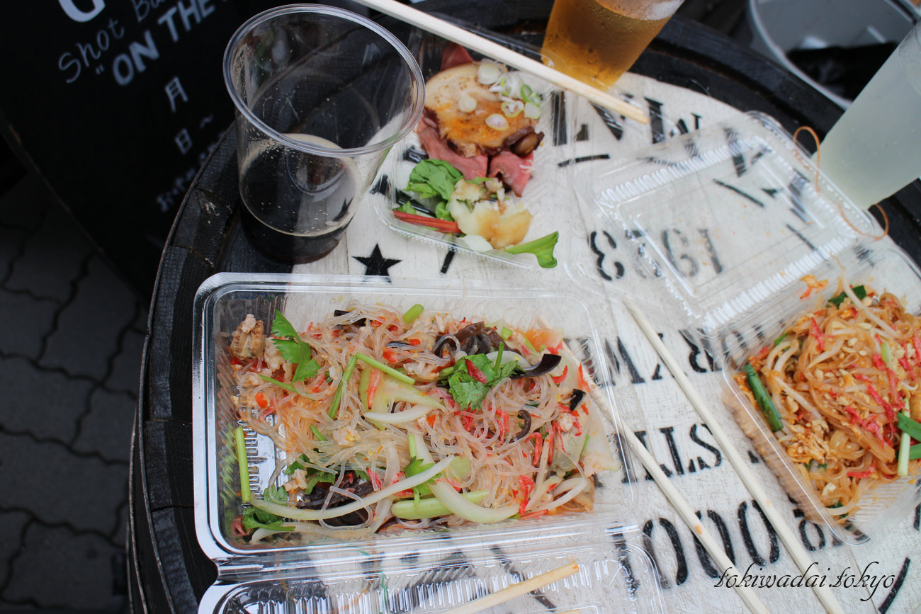 天祖神社「秋祭り」2016年の様子。タイ料理のお惣菜。