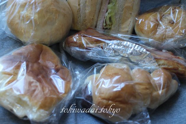 手づくり ケーキ・パン「トキワベーカリー」土曜日の朝食に買って来たパンです。
