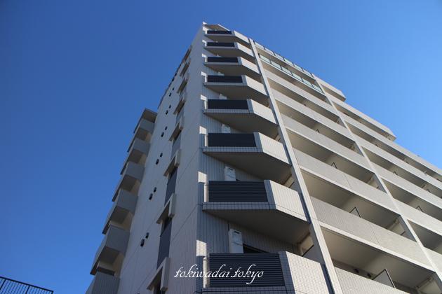ジーベックときわ台(XEBEC TOKIWADAI)は、東武東上線「ときわ台駅」南口 徒歩1分の場所にある地上10階建、総戸数96戸のマンションです。1階に「二階堂調剤薬局 ときわ台店」があります。